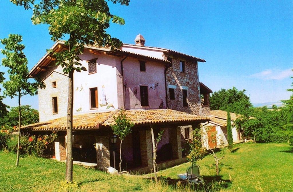 Old farmhouse of poggio todi antonini partners real
